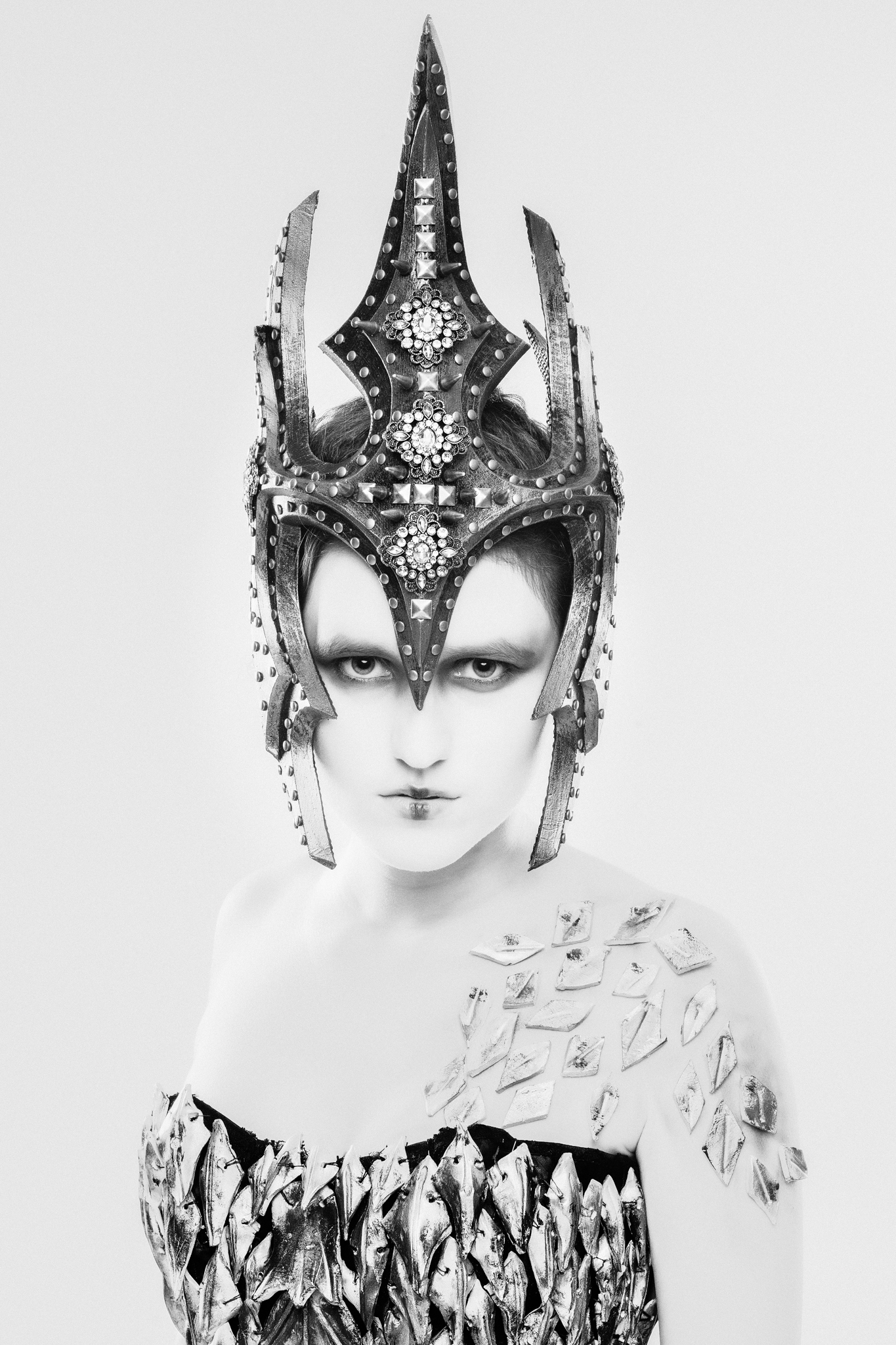 Dea Immortalis – MUA: Martina Fay; Model/Styling: Rhaja Horst, Alea Horst; Fotograf: Oliver Kremer